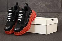Женские кроссовки Баленсиага Triple-S черные на красной подошве