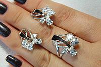 Серебряный комплект украшений с фианитами - кольцо и серьги. Серебряные украшения с золотыми вставками