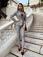 Женский брючный классический костюм с пиджаком на одну пуговицу и зауженными брюками 22KO434