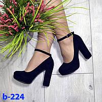 Туфли лодочки замшевые с ремешком и застежкой  на широком высоком каблуке черные