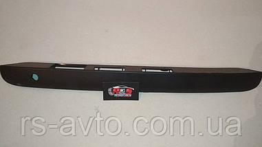 Планка двері (задній) VW Caddy 03- (підсвічування номера) 2K5 827 574