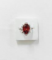 Изумительное кольцо  с родиевым напылением и красным камнем 17 размер