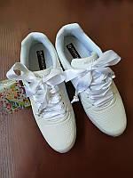 Белые спортивные женские кроссовки на узкую ногу 38 размер