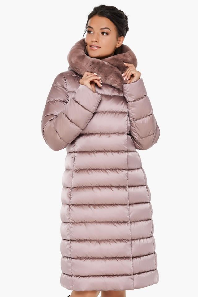 Удлиненное пудровое пальто воздуховик  на зиму с натуральным мехом на капюшоне Braggart tez31094 пудра