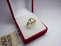 Золотое женское кольцо с зеленым фианитом. Размер 16,5