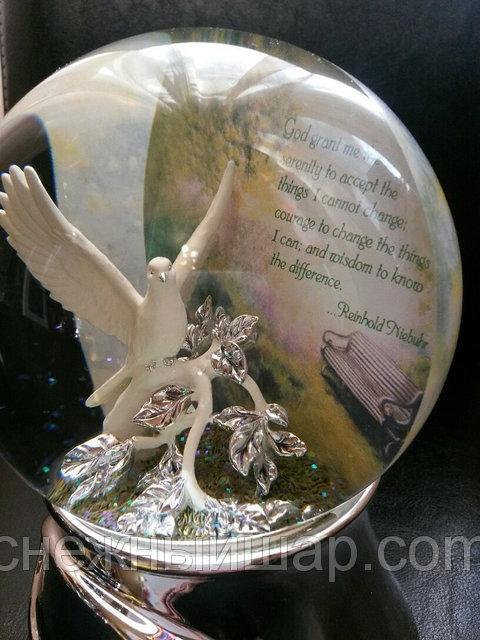 """Музыкальный стеклянный шар """"Голубь"""" (США). Диаметр: 12 см. Слова молитвы на английском"""