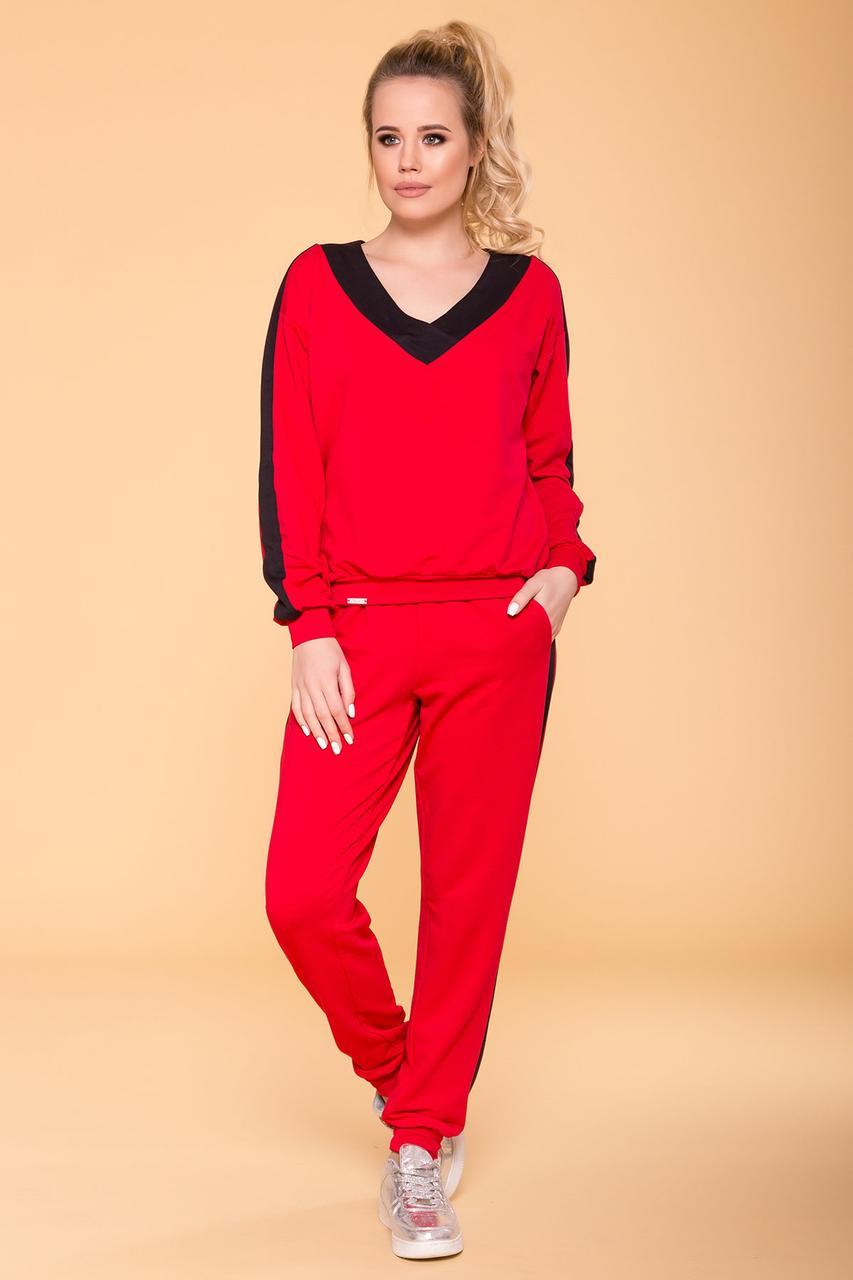 Стильный костюм для прогулок красный