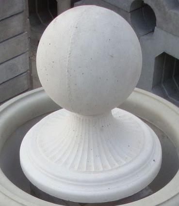 Крышка колпак шар на круглый столб забора из фасонного, фигурного, полукруглого кирпича или наборного блока.