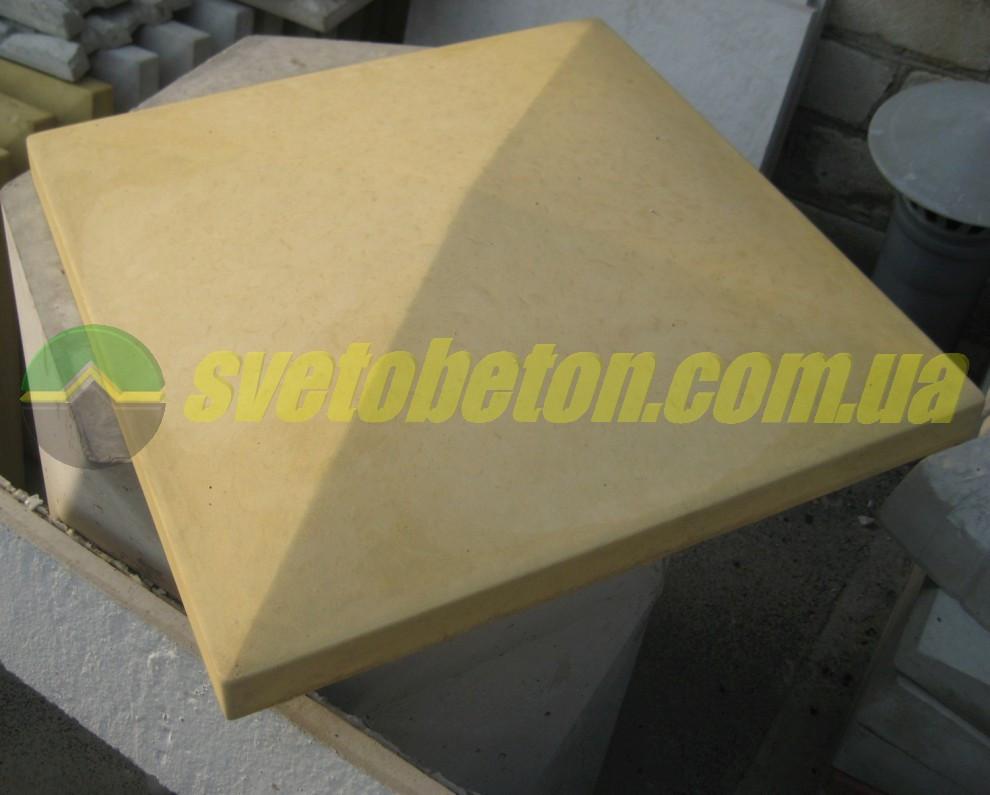Крышка колпак на столб забора бетонная, шляпка 440х440, плита накрытие парапета колонны из бетона.