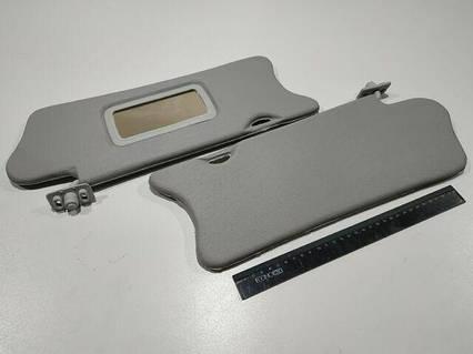Козырьки ВАЗ 2110 (белые) с зеркалом, пара