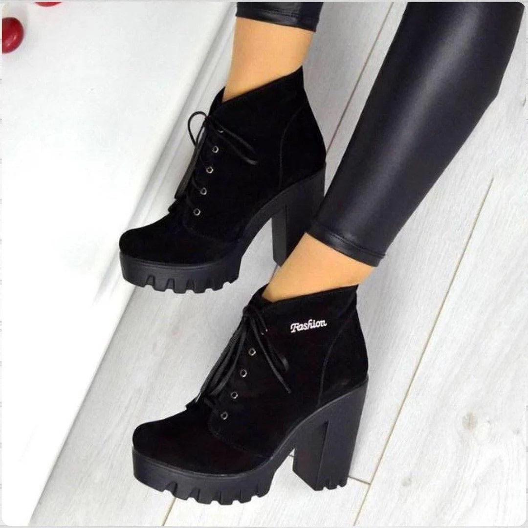 Ботинки со шнурком на каблуке натуральная замша байка
