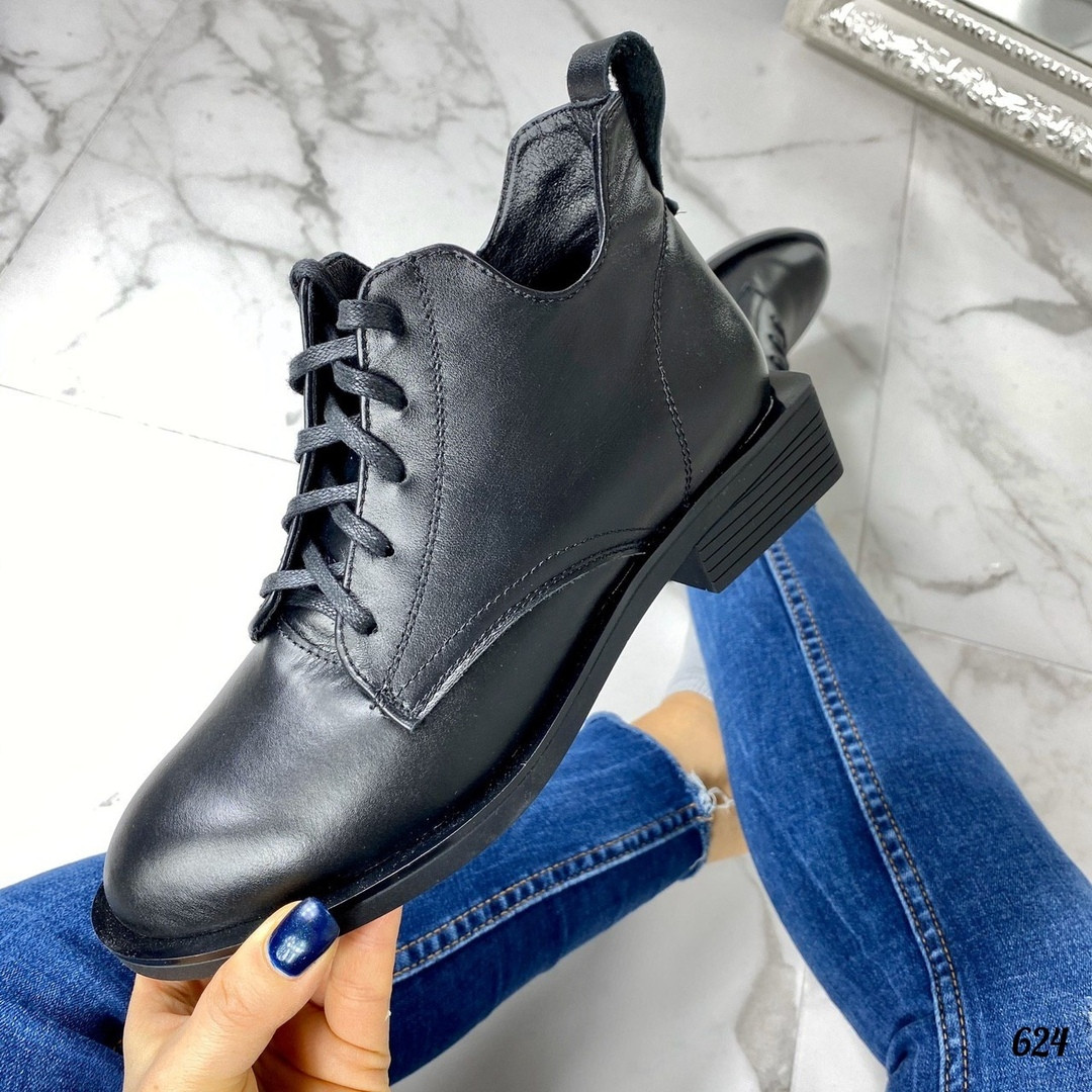 Ботинки на невысоком каблуке