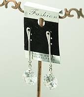 Очаровательная модель длинных сережек от Сваровски. 369