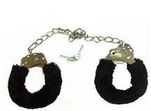Черные меховые наручники с длинной цепью (40 см)