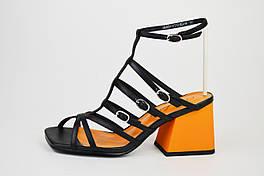 Босоножки на каблуке Berkonty 0117541 черно-оранжевые