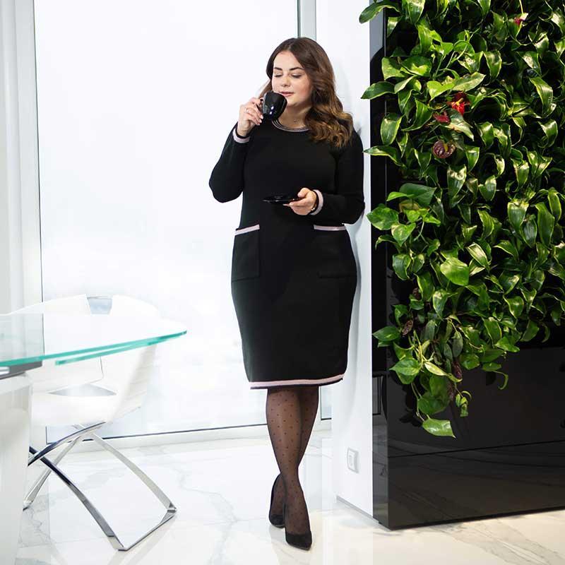 Элегантное черное платье больших размеров вязаное Весна