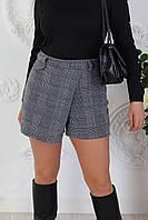 Стильные женские шорты-юбка в клетку с запахом спереди