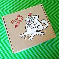 Подарочная картонная коробка Саймон Кот любовь  с ручной росписью и бумажным наполнителем.