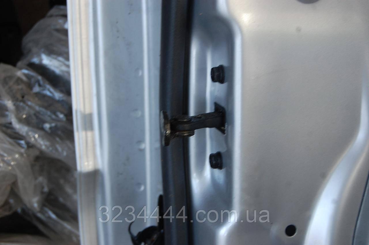 Ограничитель двери передний правый FR KIA Sportage KM 04-10