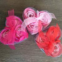 Подарочный набор мыла в форме бутона розы (3 розы)