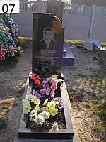 Пам'ятник на цвинтарі з граніту