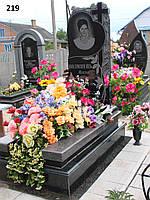 Елітний жіночий пам'ятник з граніту на кладовище, об'ємна різьба з хрестом