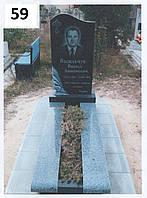 Одинарний пам'ятник на могилу з лижами з покостовського граніту