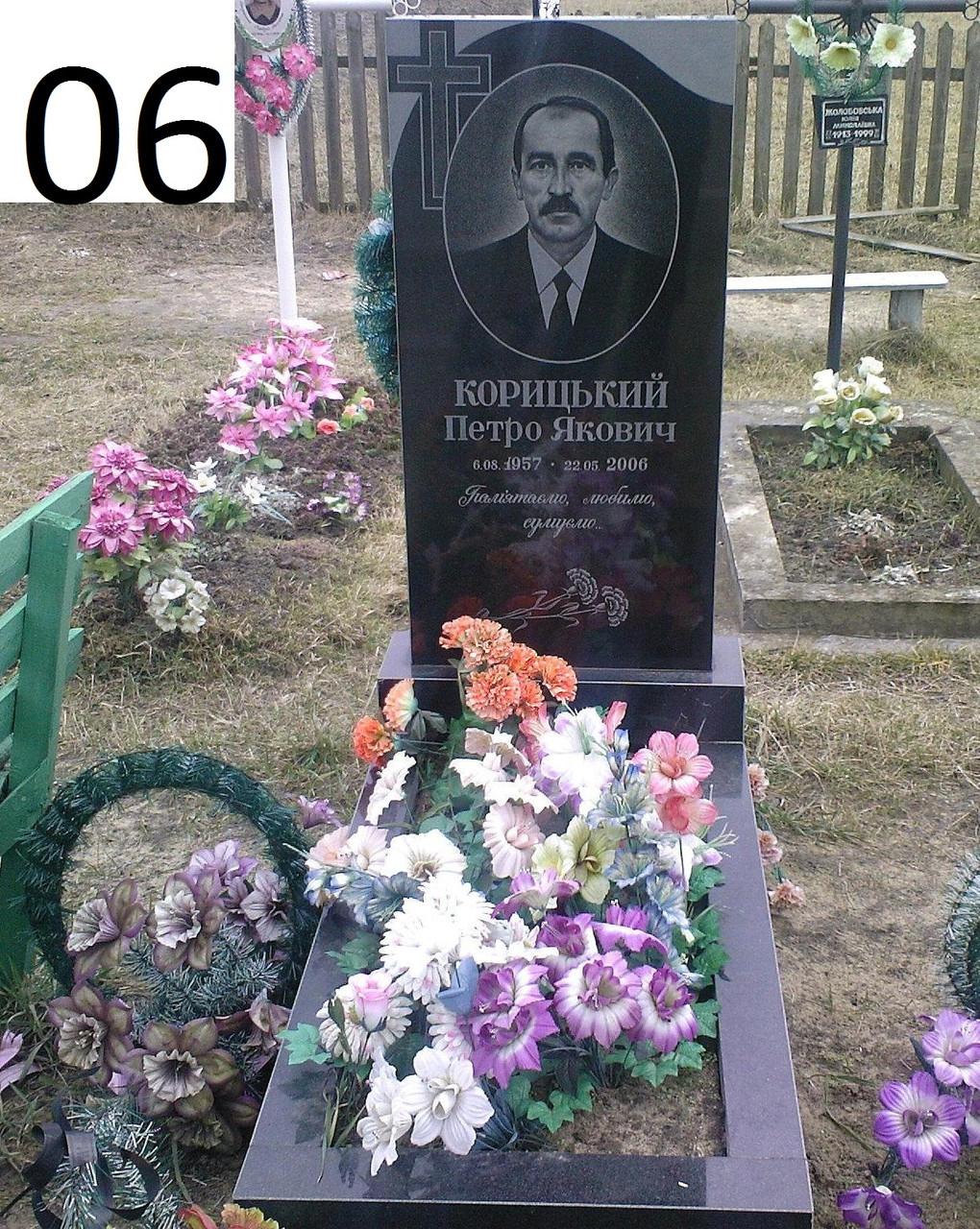 Одинарний пам'ятник на могилу для чоловіка із граніту