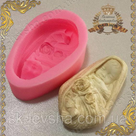 Форма силиконовая Младенец в пледе 3D