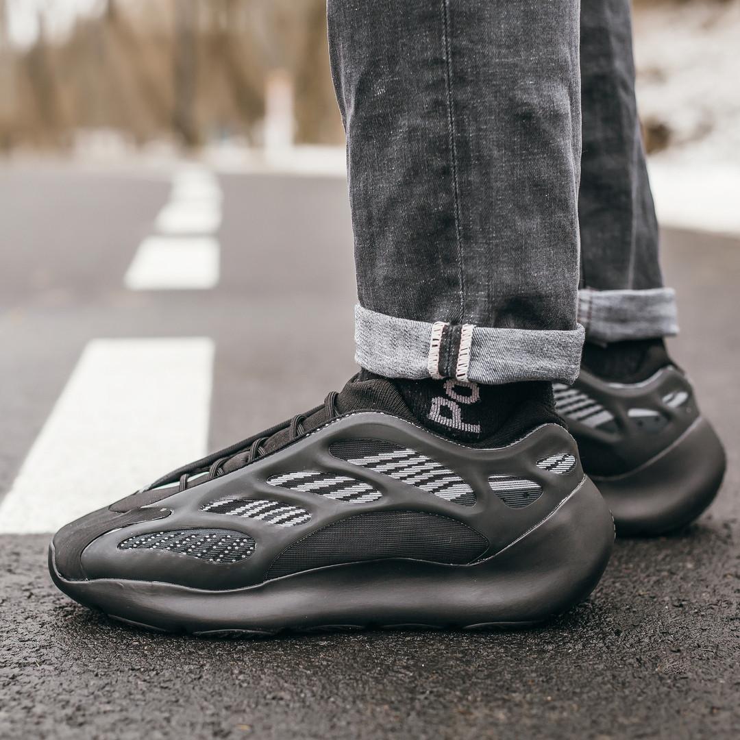 """Стильні чоловічі кросівки Adidas Yeezy Boost 700 V3 """"All Black"""""""