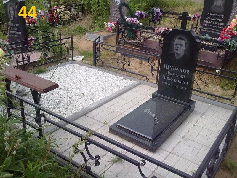 Пам'ятник на могилу з граніту та закритим квітником