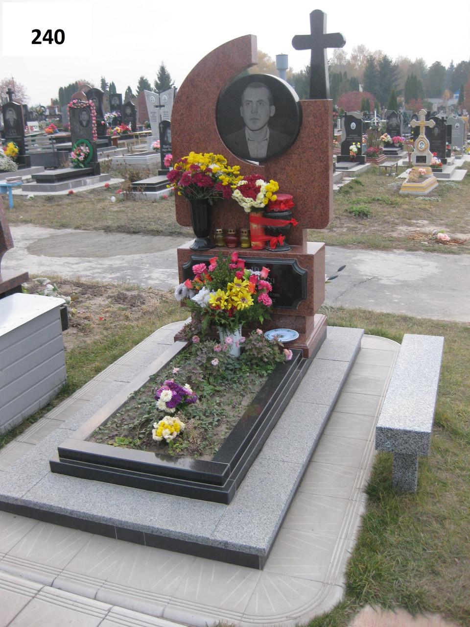 Елітний пам'ятник хрест та подвійний квітник з граніту на могилу