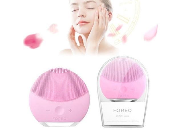 Электрическая силиконовая щетка для умывания - массажер для очищения кожи лица Foreo Luna mini 2, розовая