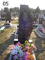 Одинарный памятник с свечой из гранита