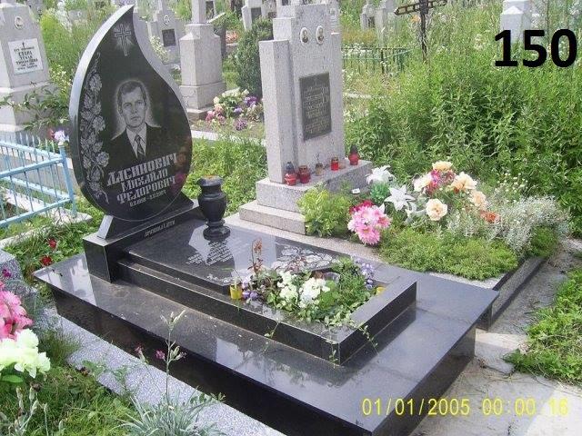 Ексклюзивний пам'ятник з квітником чорного кольору на кладовище