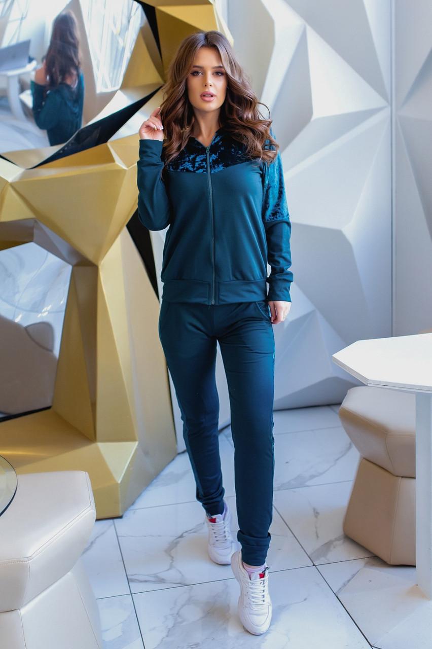 Стильный спортивный прогулочный женский костюм с капюшоном и велюровыми вставками