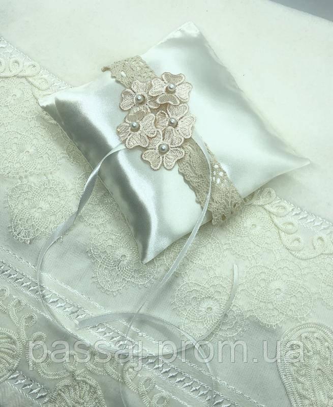 Новая свадебная подушка с розовыми цветочками