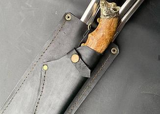 """Набір шампурів ручної роботи з шашличної виделкою і красивим ножем """"Подарунок єгерю"""" в сагайдаку зі шкіри, фото 2"""