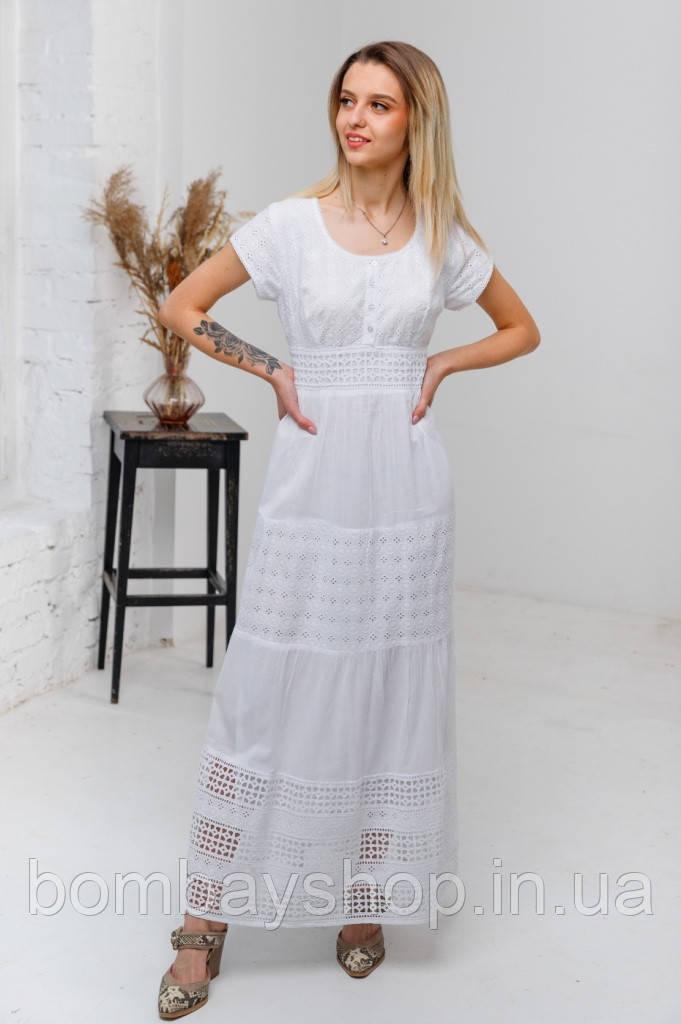 Легка літня біла довга батистова сукня з гаптованою вишивкою та мереживом №2838