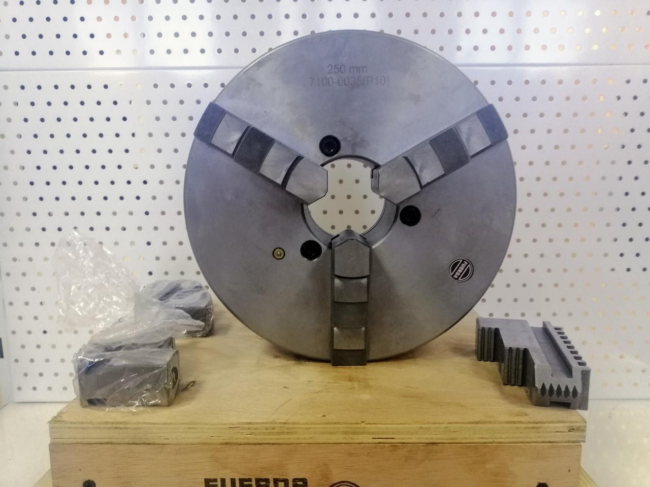 Патрон токарный 3-х кулачковый Ф 250 мм. 7100-0035П на конус, шаг 10мм. М6 Fuerda