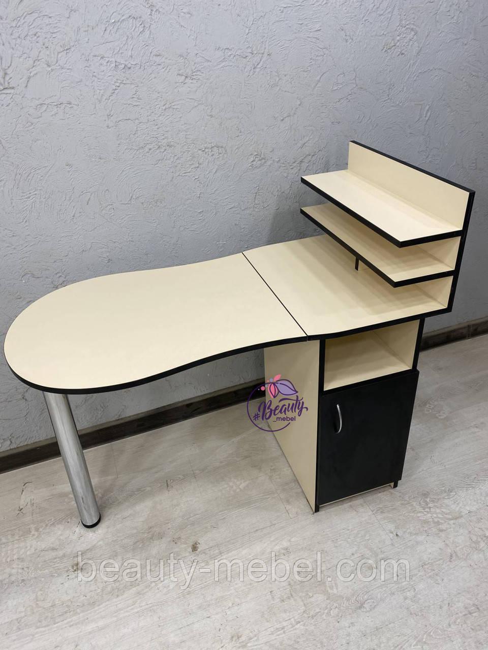 Маникюрный стол с полками для лаков, цвет - Кремовый.