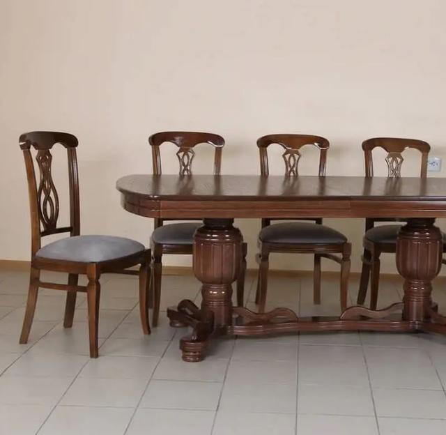 Стул столовый Армантьер темный орех в интерьере