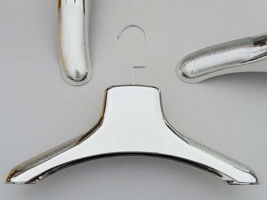 Длина 38 см. Плечики вешалки пластмассовые шубные серебристого цвета
