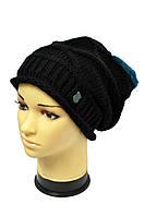 Черная стильная шапка с одного цвета