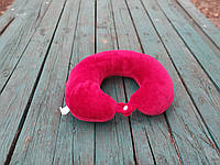 Подушка LSM для путешествий 30х30х9  красная  (105-72)