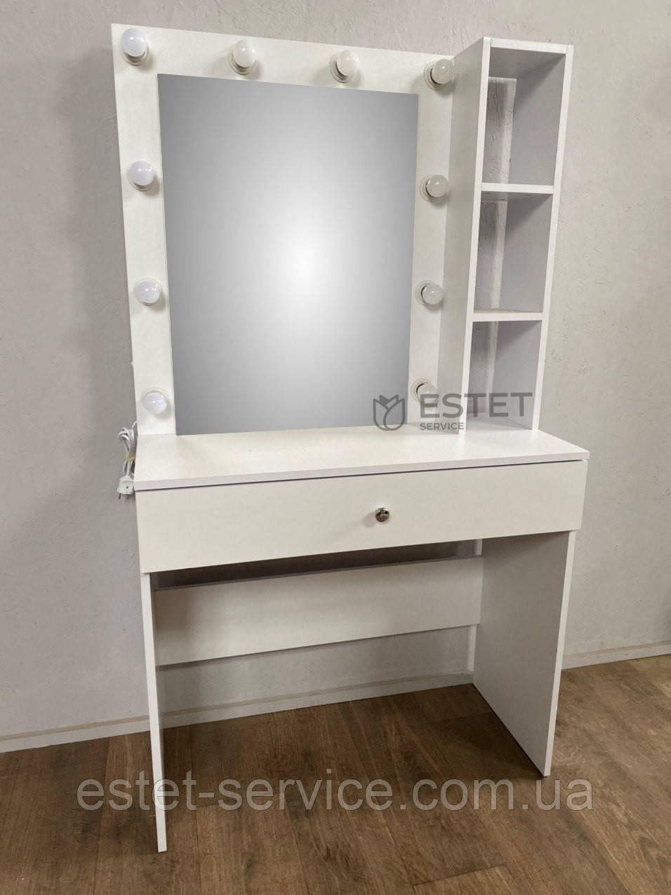 Гримерный столик с полочками возле зеркала ES129