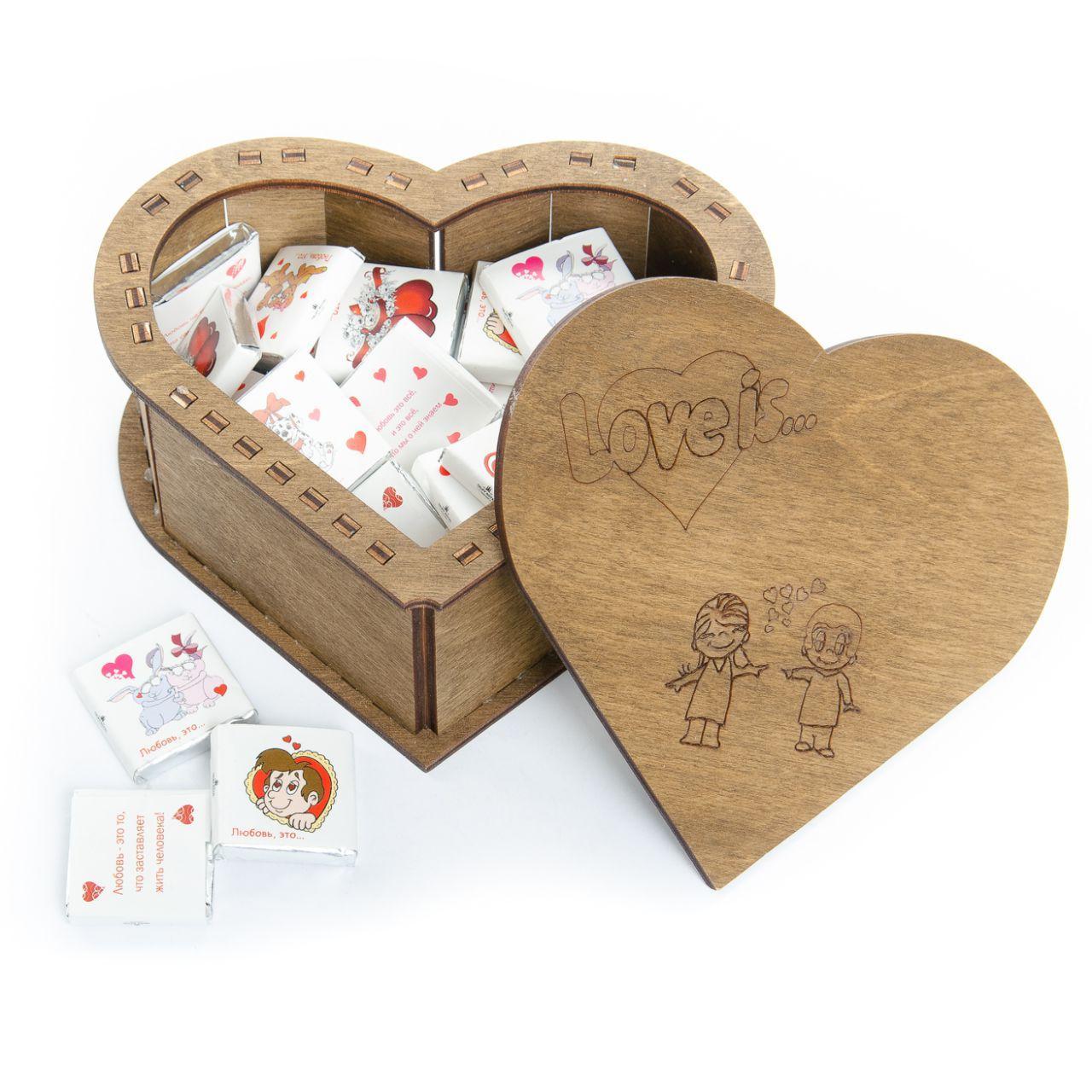 """Подарочный набор-шкатулка """"Love is"""" с шоколадками"""