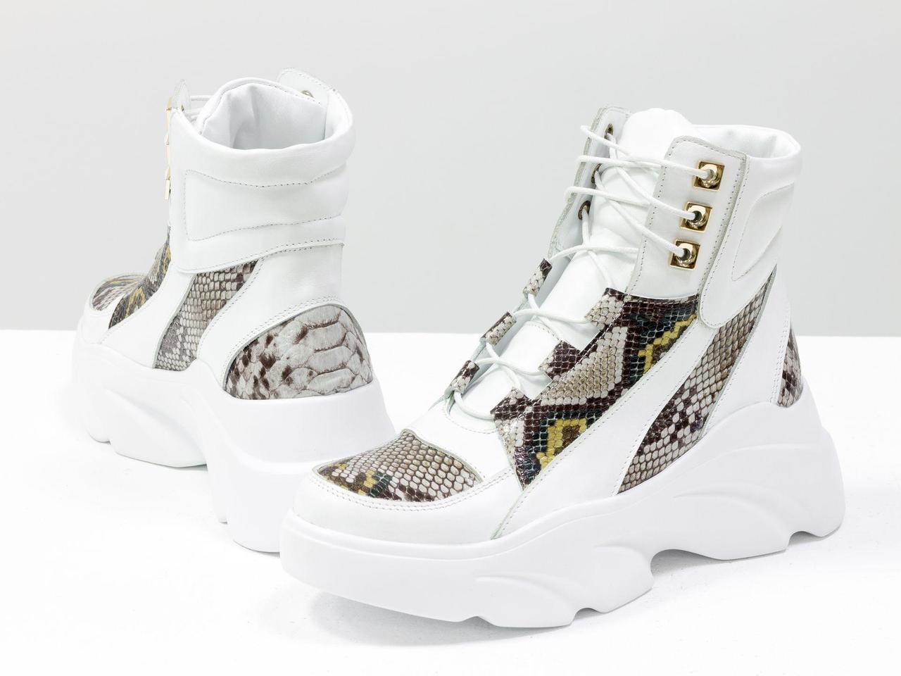 """Женские белоснежные ботинки на шнуровке, из натуральной кожи белого цвета и кожи с яркой текстурой """"питон"""""""