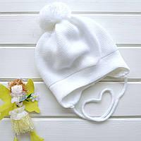 """Детская шапка """"Белая с помпоном"""" в размере"""