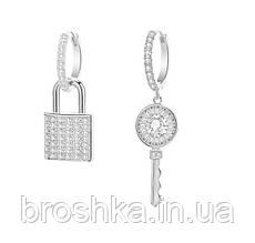 Асимметричные белые серьги ключик и замок
